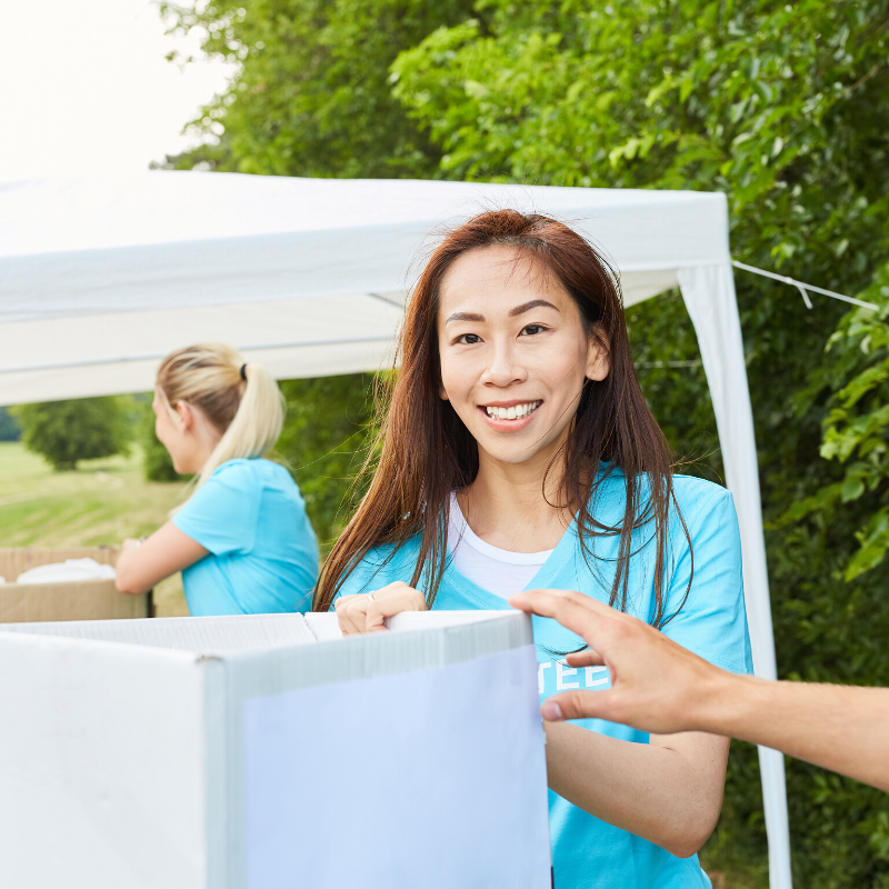 4 Reasons Kids Should Start Volunteering Young
