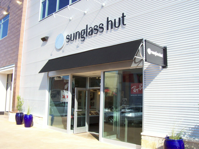 Sunglass Hut- Installation