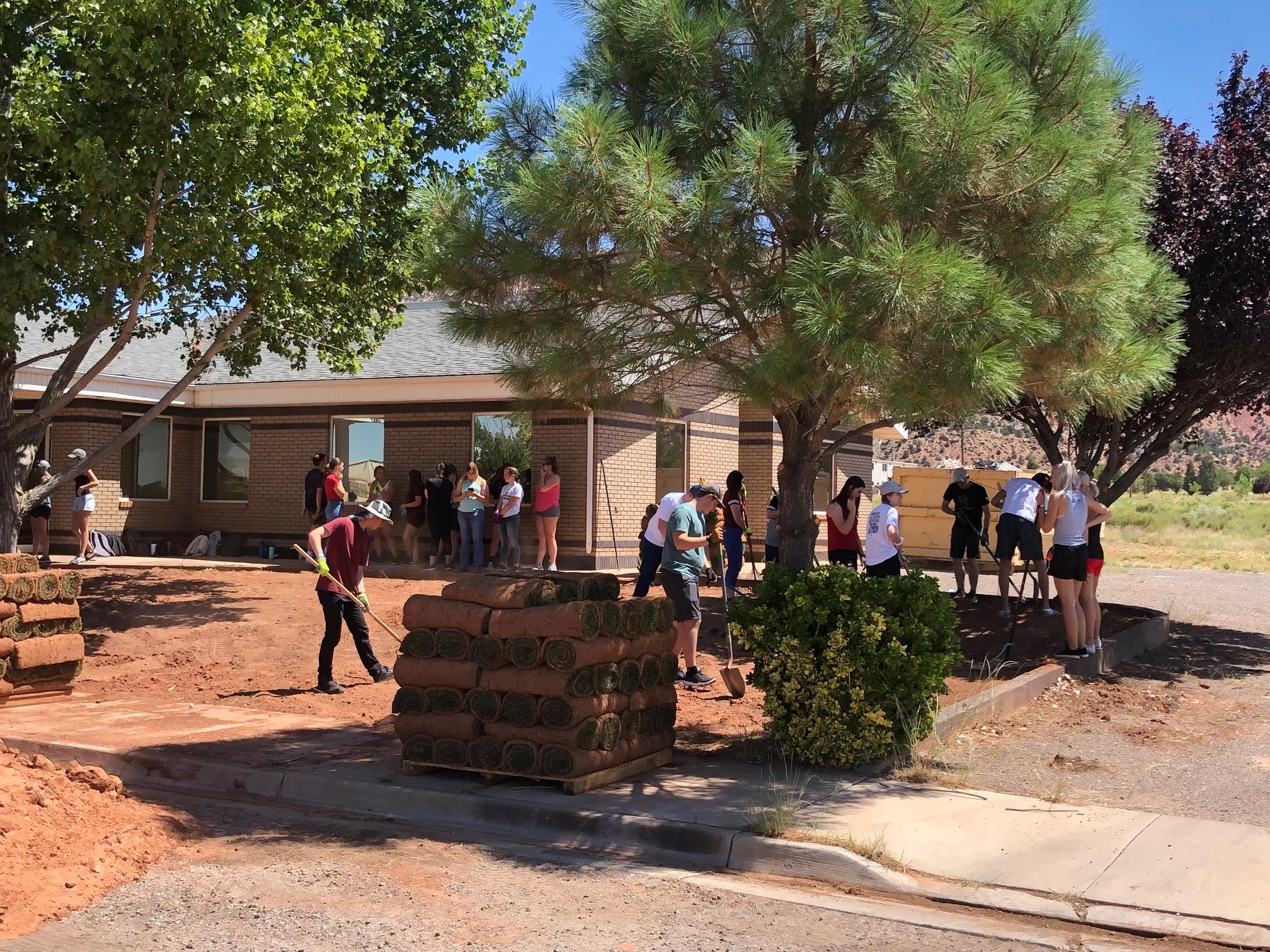 DSU students lay sod in polygamist community of Colorado City, AZ