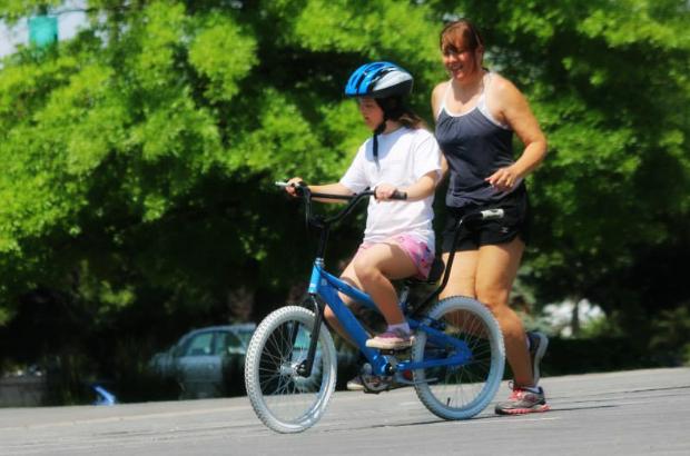 Volunteer at iCan Bike Camp!