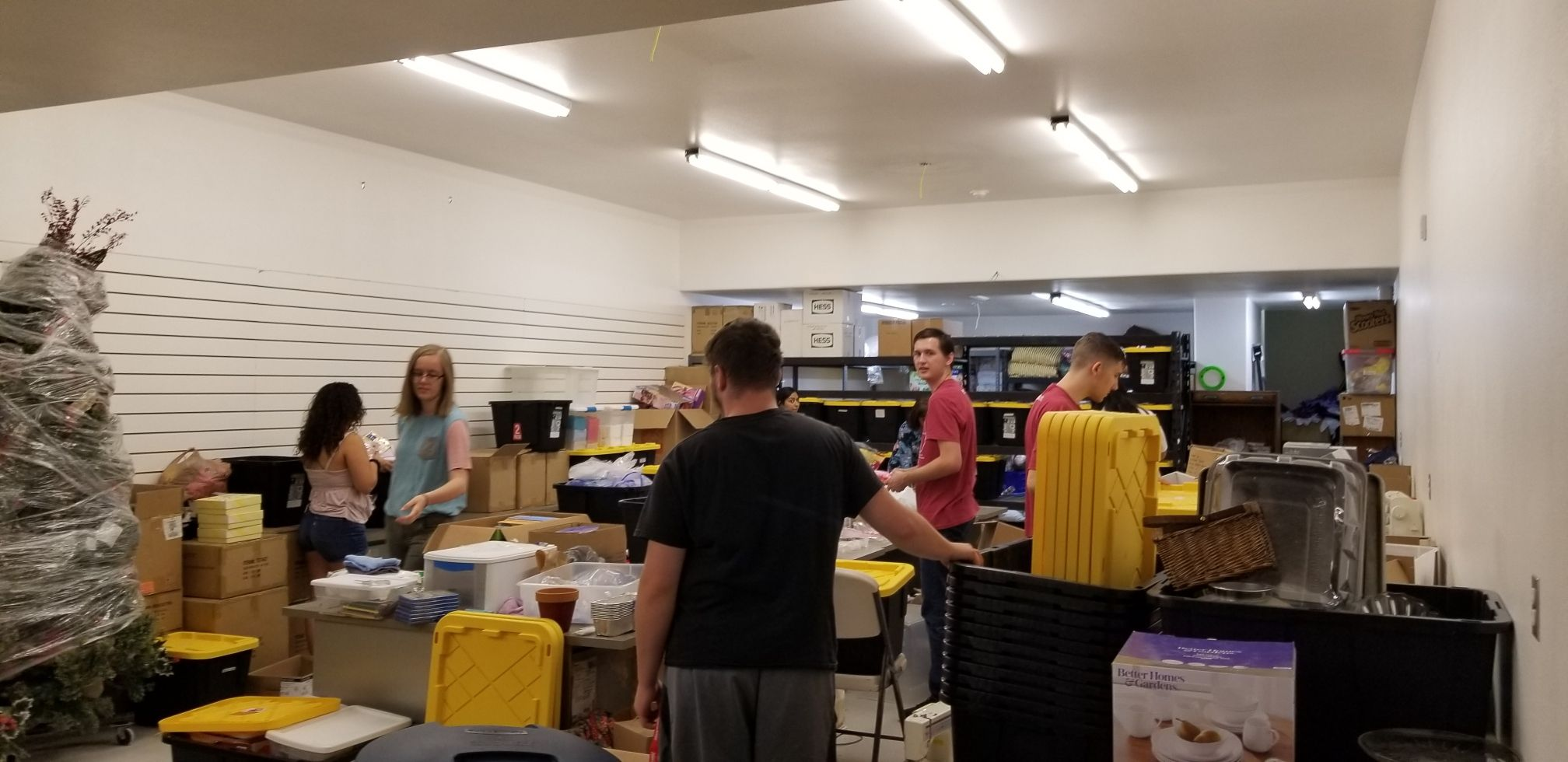 Volunteers clean up resource center in polygamist community