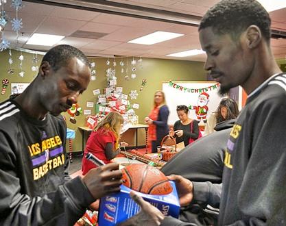 D-Fenders Autograph a Basketball