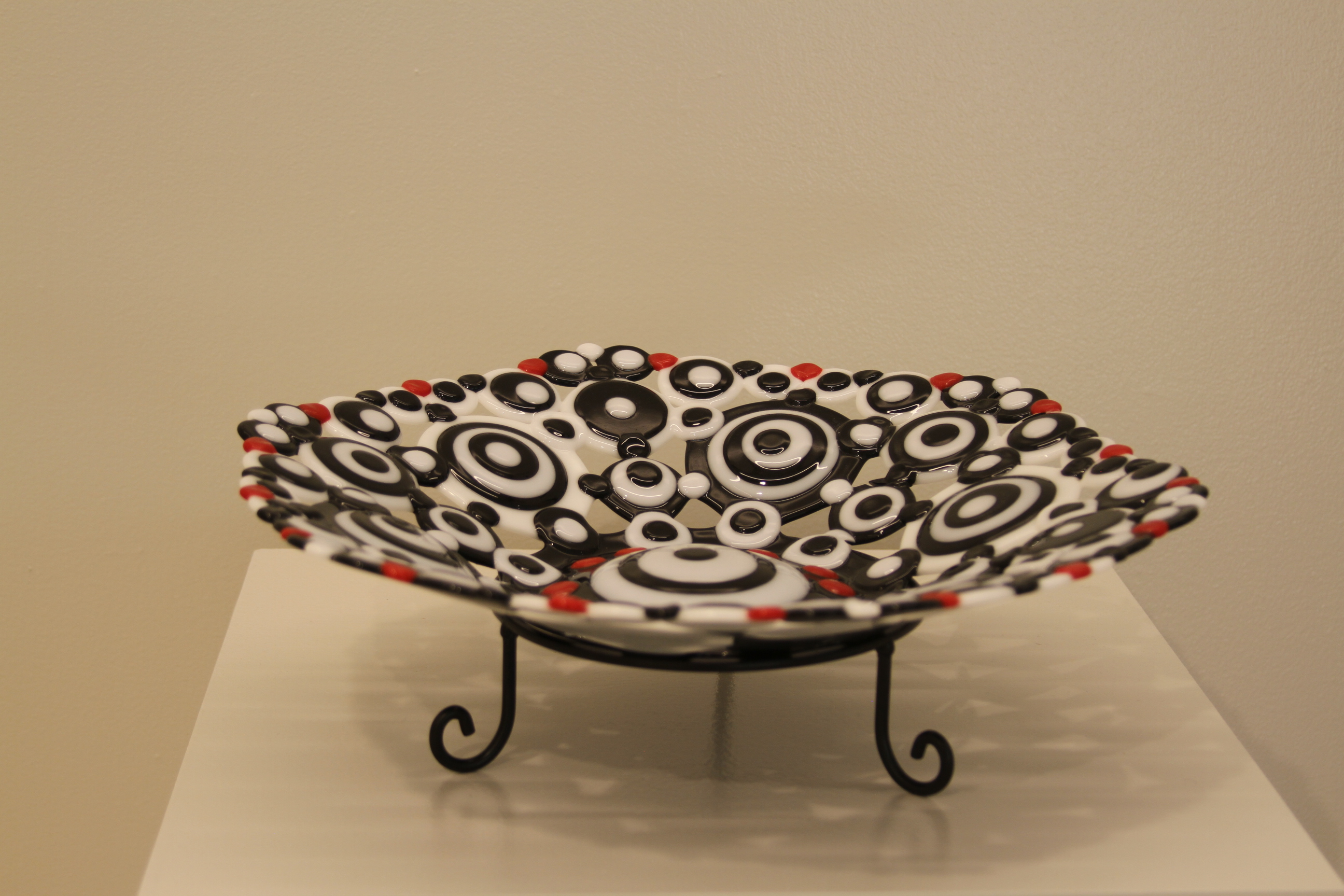 Mid-Centuries Circle Plate on stand