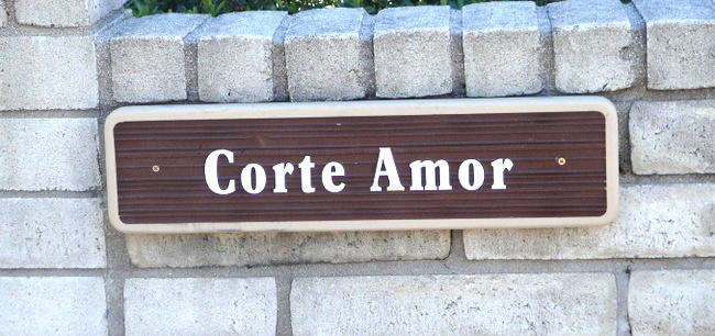 "KA20667 - Carved Wood Grain Spanish Sign ""Corte Amor"" Courtly Love"