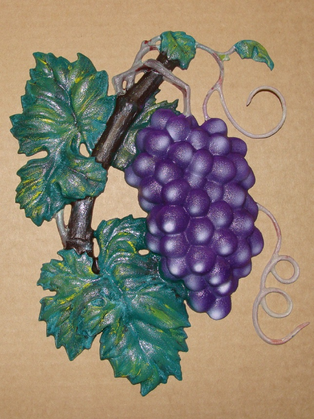 R27046 - 3D Carved and Artist-Painted Grape  Cluster
