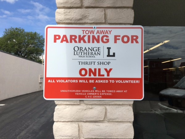Parking lot signs for retail stores in Orange County CA