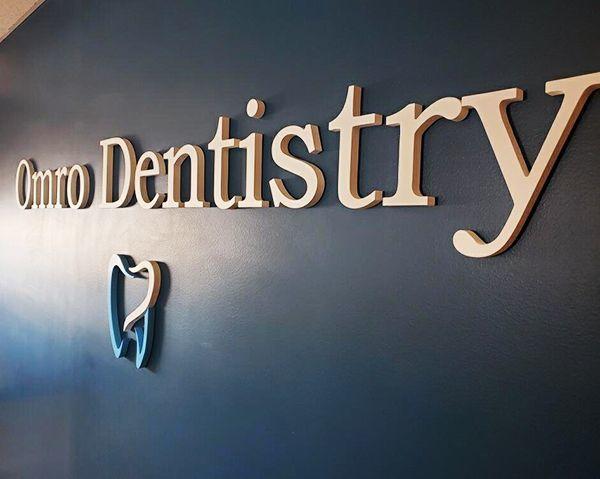 Modern Dental - Omoro Lettering