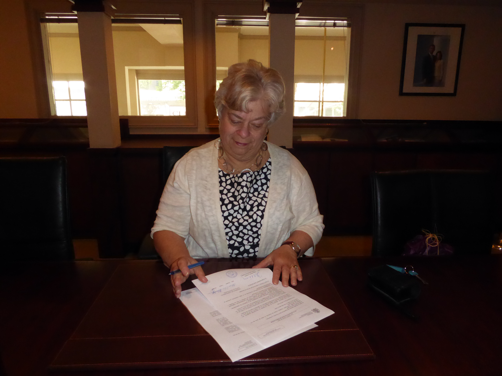 Doreen signing her Spanish citizenship paperwork.