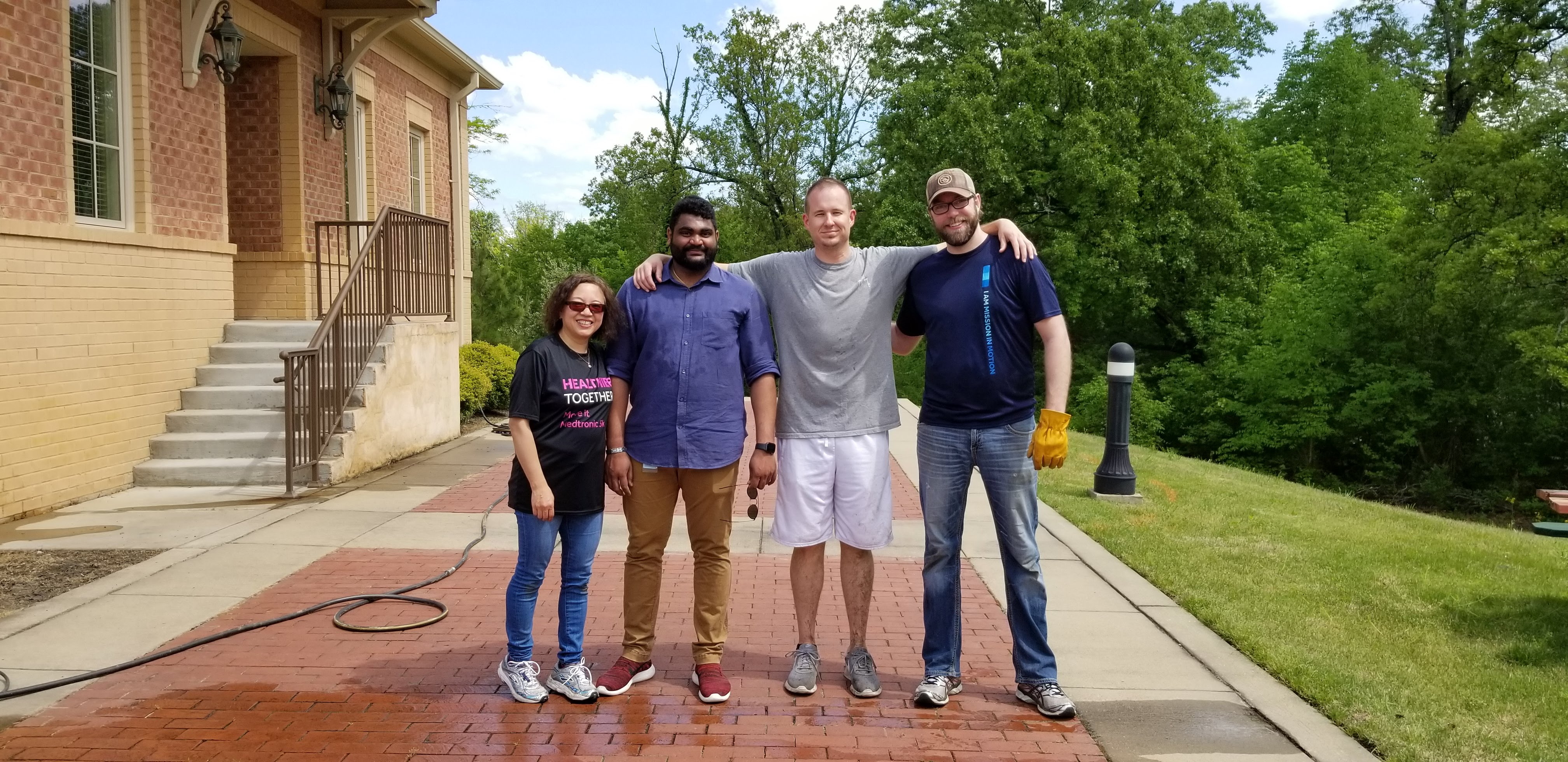 Medtronic Volunteers Give Back