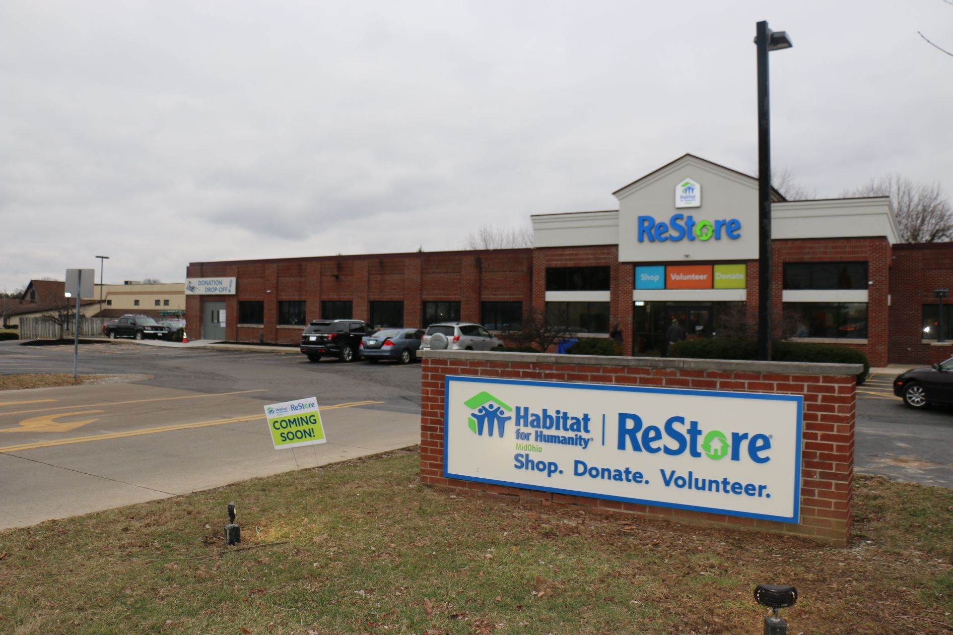 Mayor Andrew J. Ginther Helps Cut the Ribbon as Habitat MidOhio ReStore Opens Flagship Store