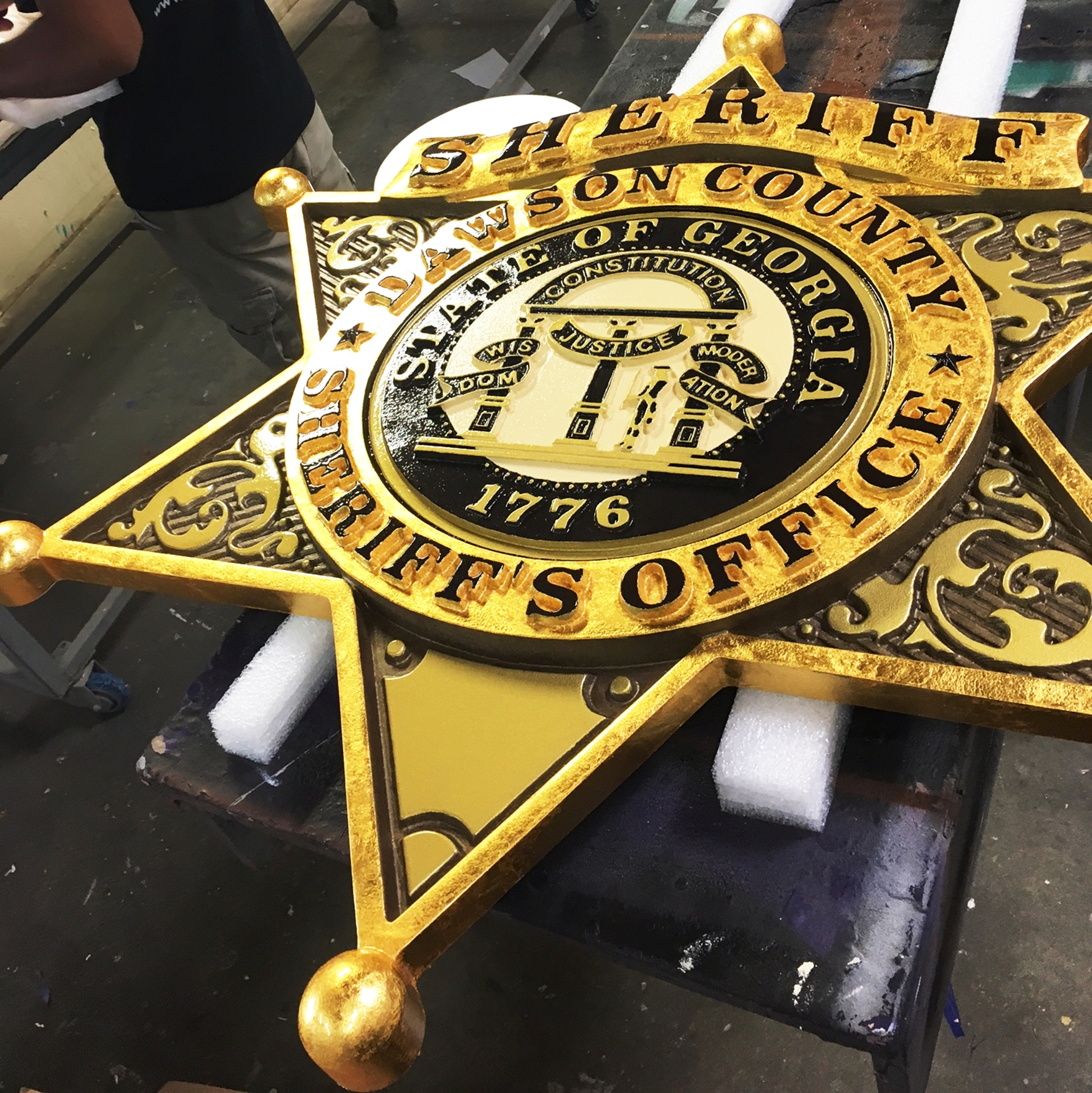 X33401A - Large 3-D Carved Sheriff's star Badge Wall Plaque, Gilded with 24K Gold Leaf