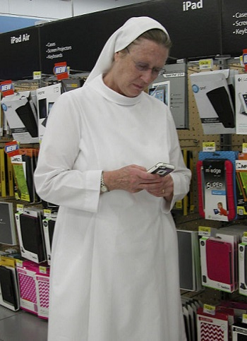 Nebraska's 'tweeting nuns' take God to cyberspace