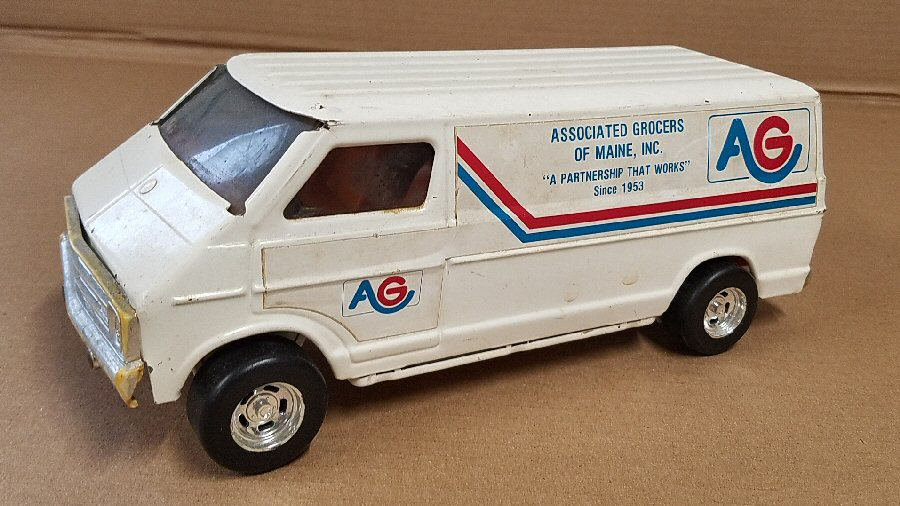 Ertl Large 1/18 Scale Metal Dodge Van - White (AG of Maine)