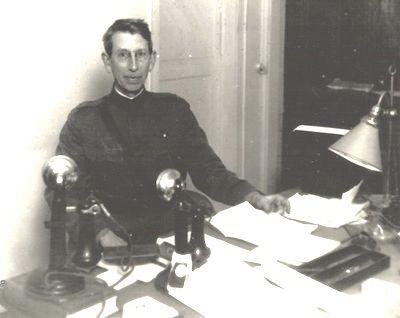 1917: Col. Ralph H. Van Deman becomes military intelligence chief
