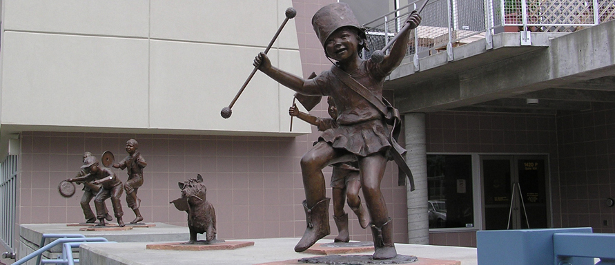 Sculpture of children playing