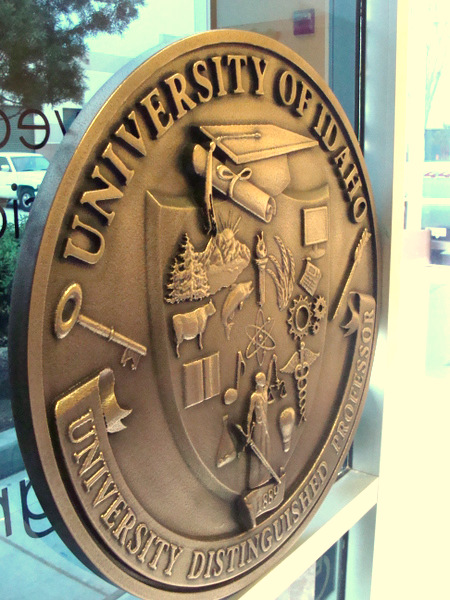 M7212 - Edge View of Copper Wall Plaque for University of Idaho