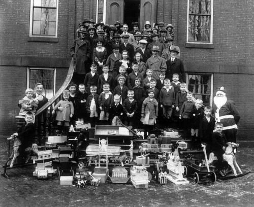 The children and staff on the steps of the Children's Home at Christmas 1923.