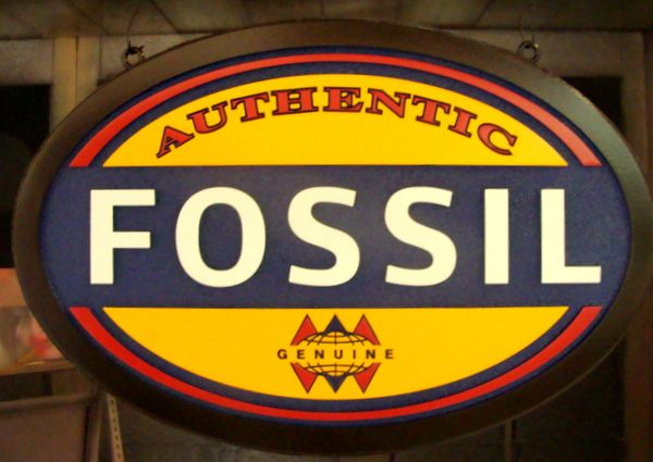 """S28057 - Attractive Sign for """"Fossil"""" Retail Store"""