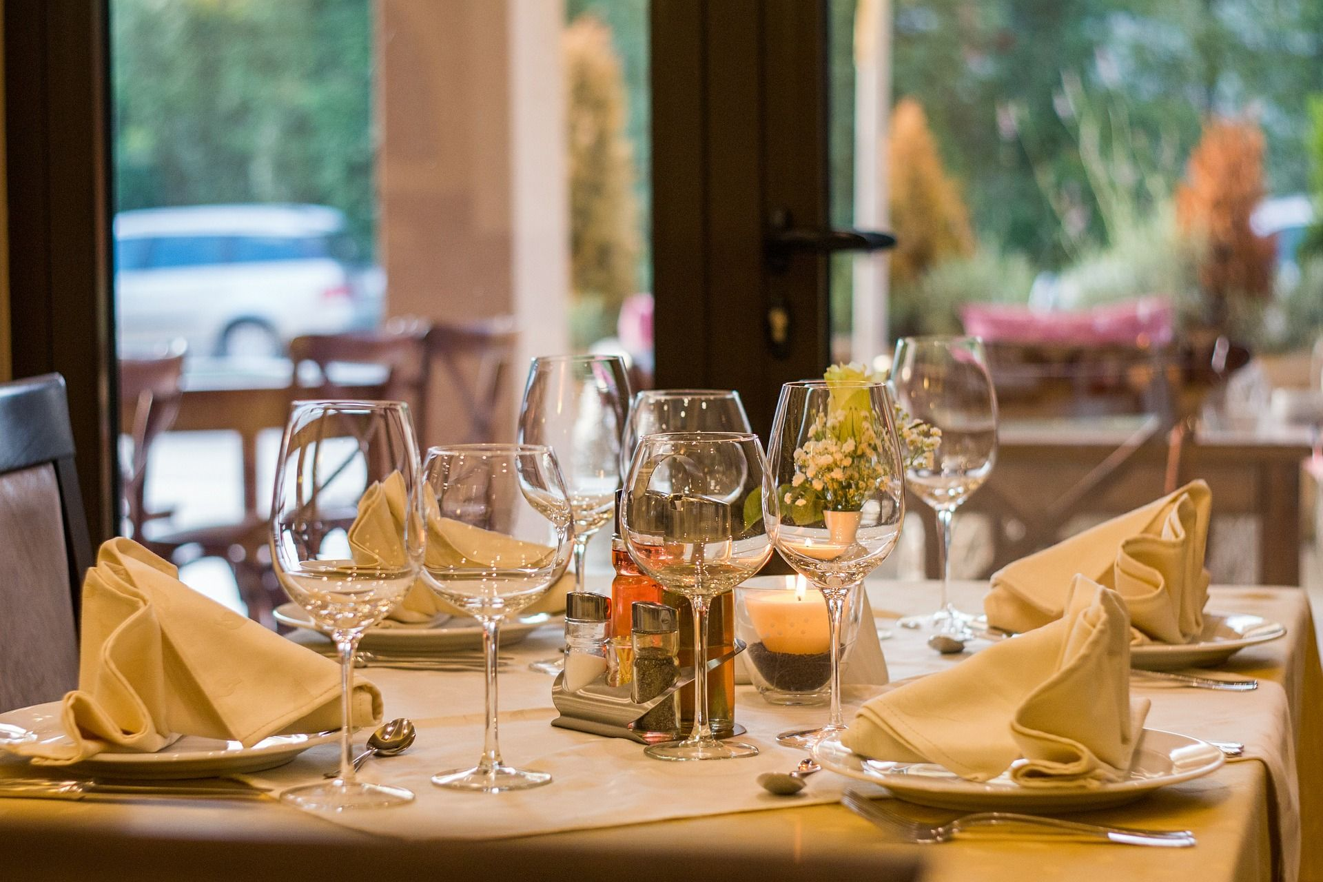 Restaurants & Country Clubs