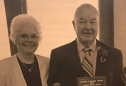 Davis - Carl & Martha Davis Anniversary Scholarship