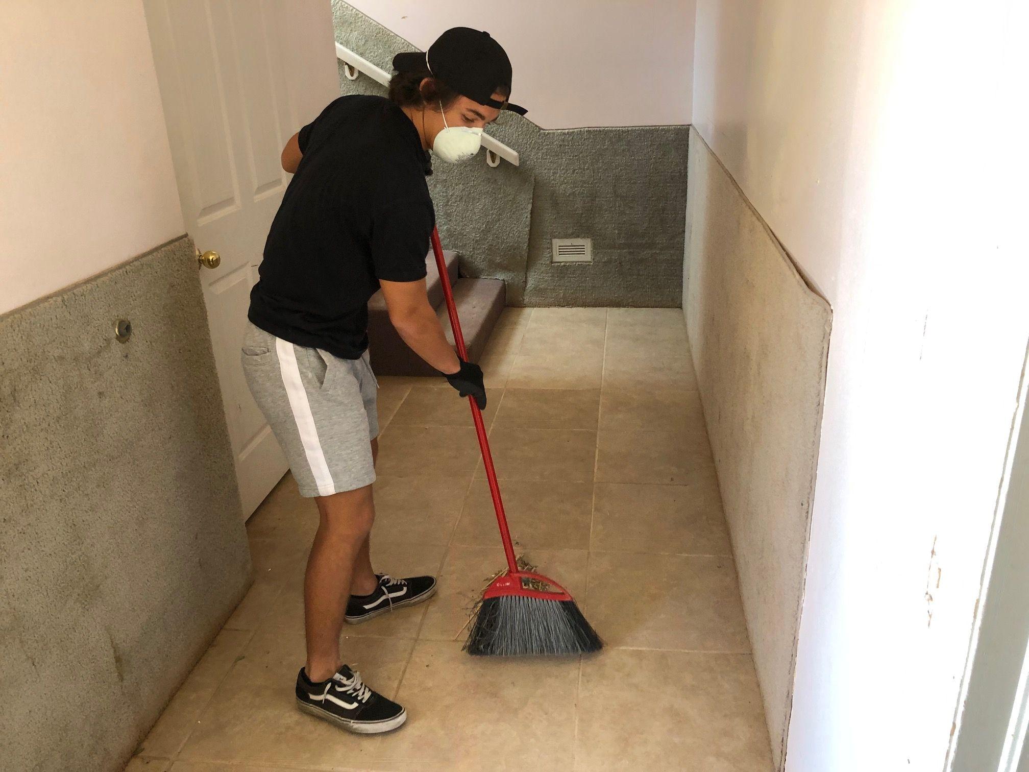 DSU students clean in Colorado City, AZ