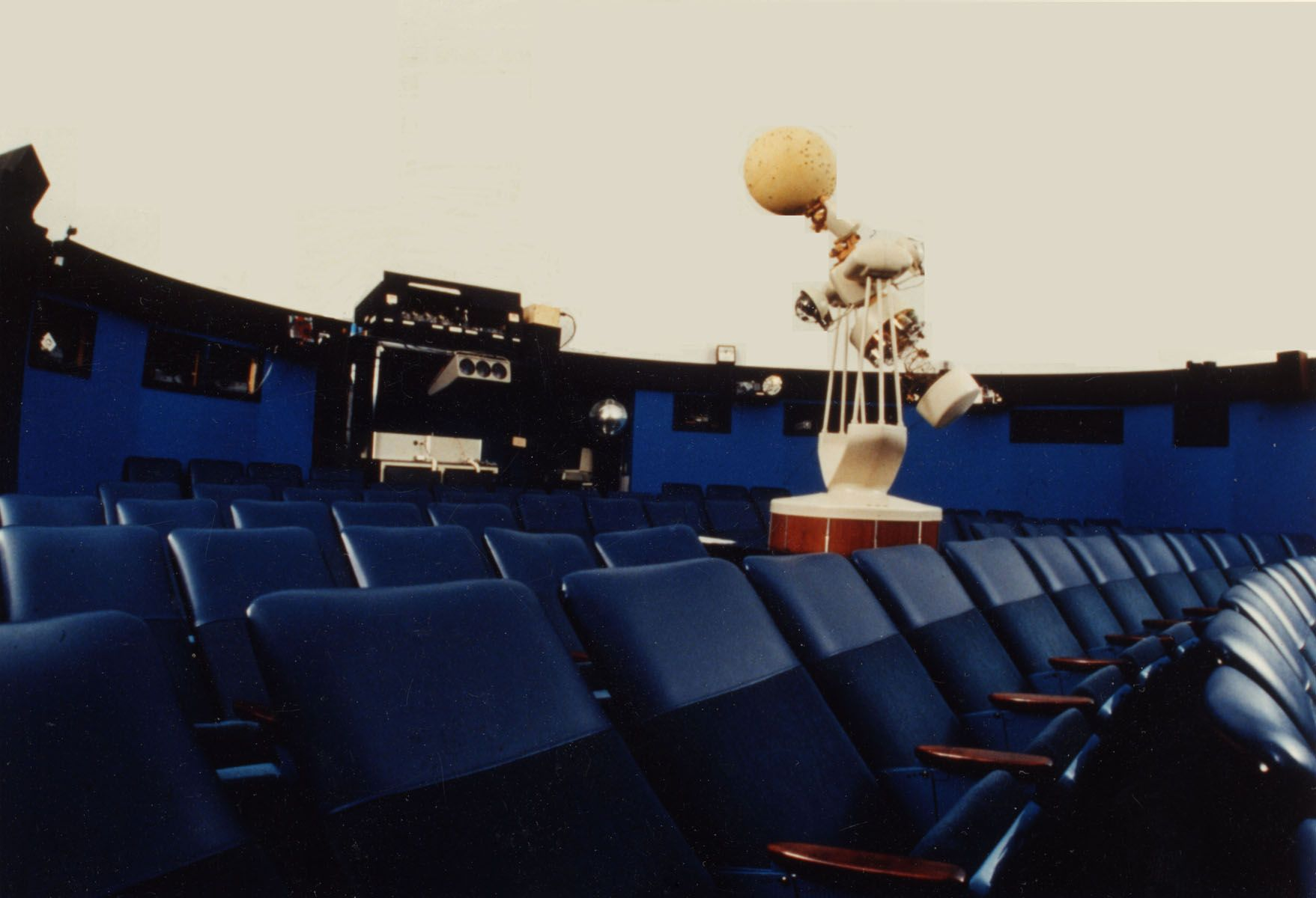 Upgraded star projector, Spitz A-4 (1970) with unidirectional seating (1980s)
