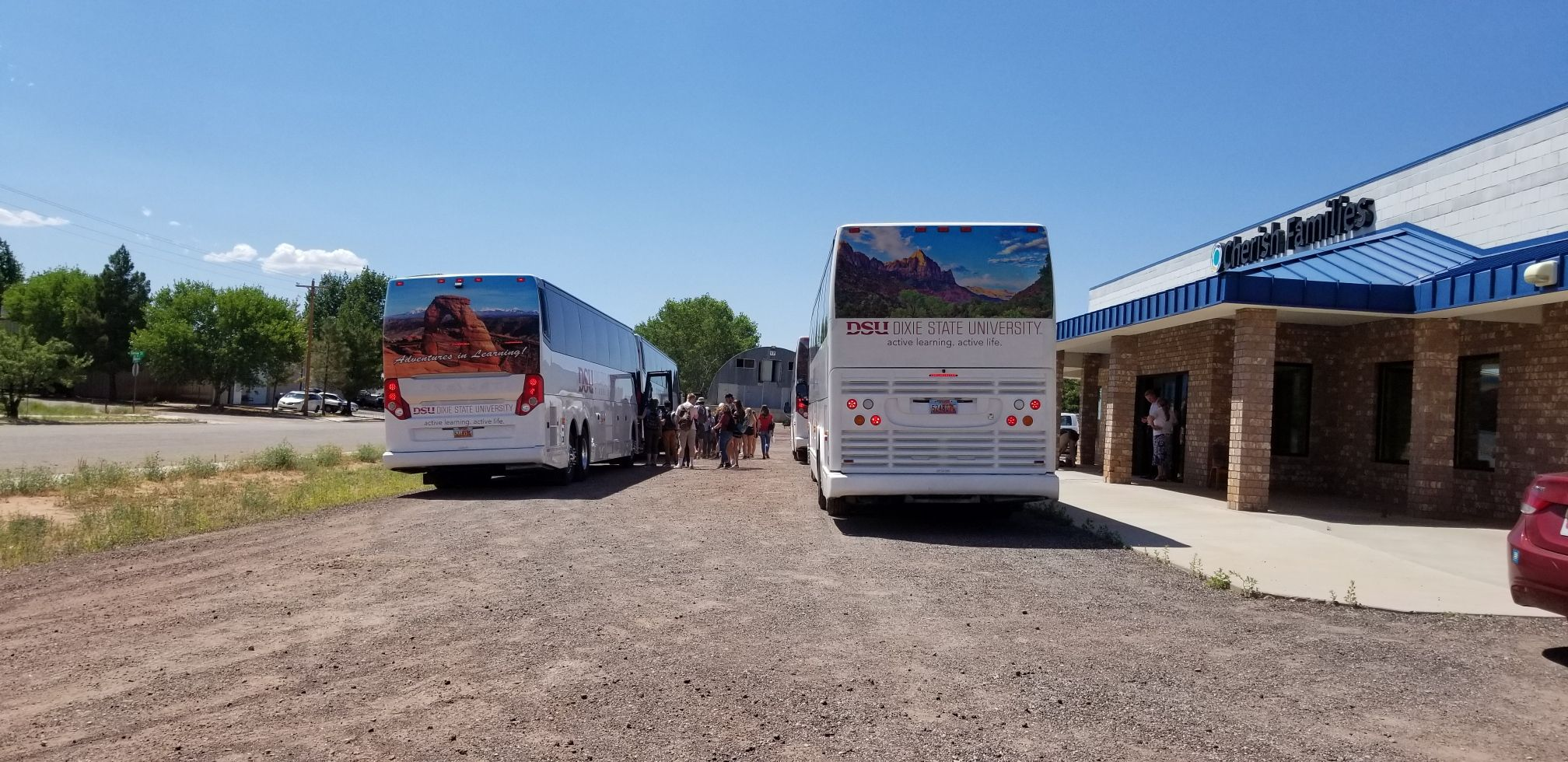 DSU buses full of volunteers pull up to help in polygamist community of Colorado City