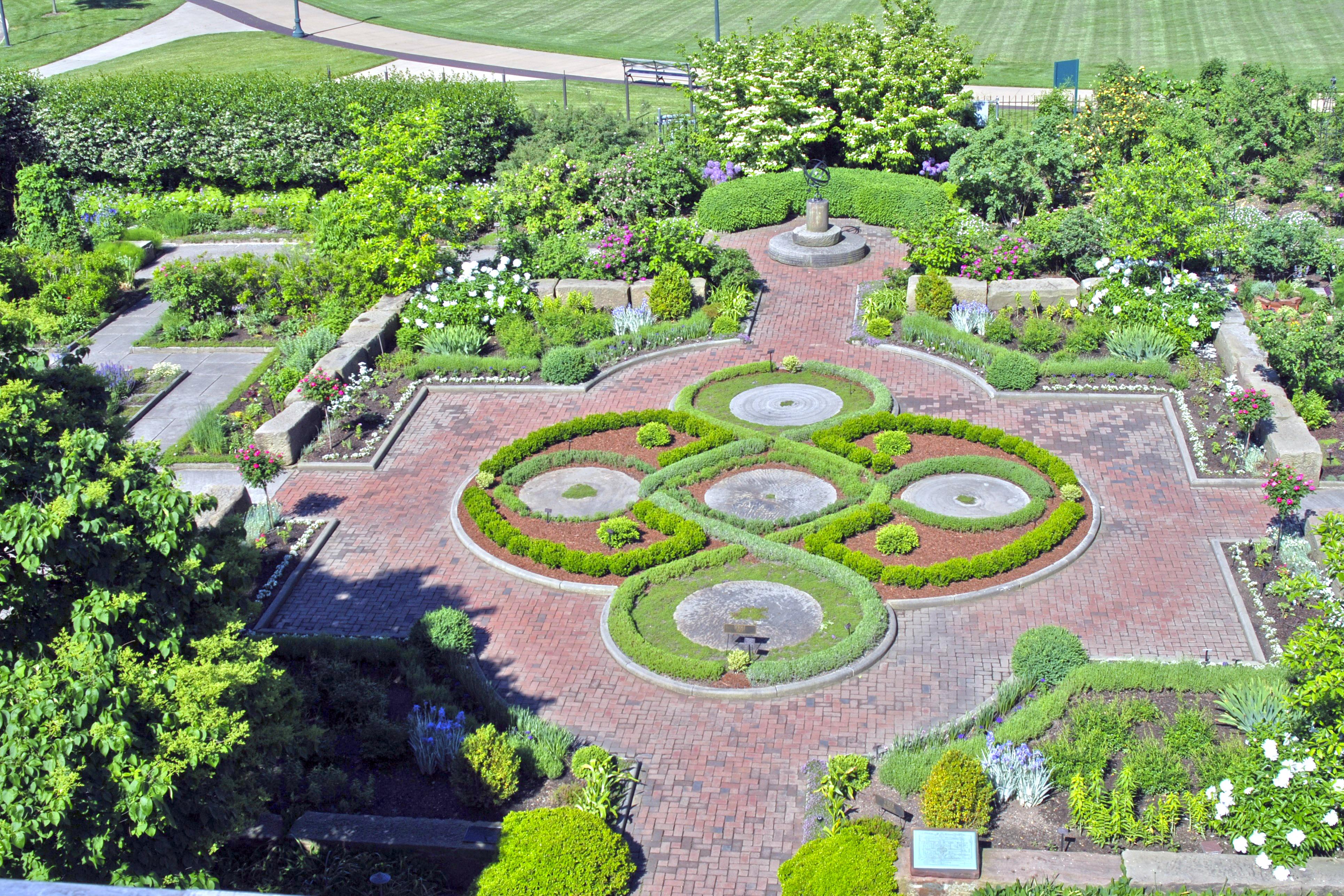 Knot and Fragrance Garden - Summer