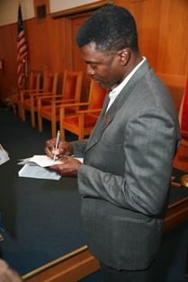 "Frederick ""Freddie"" Robinson signs autographs."