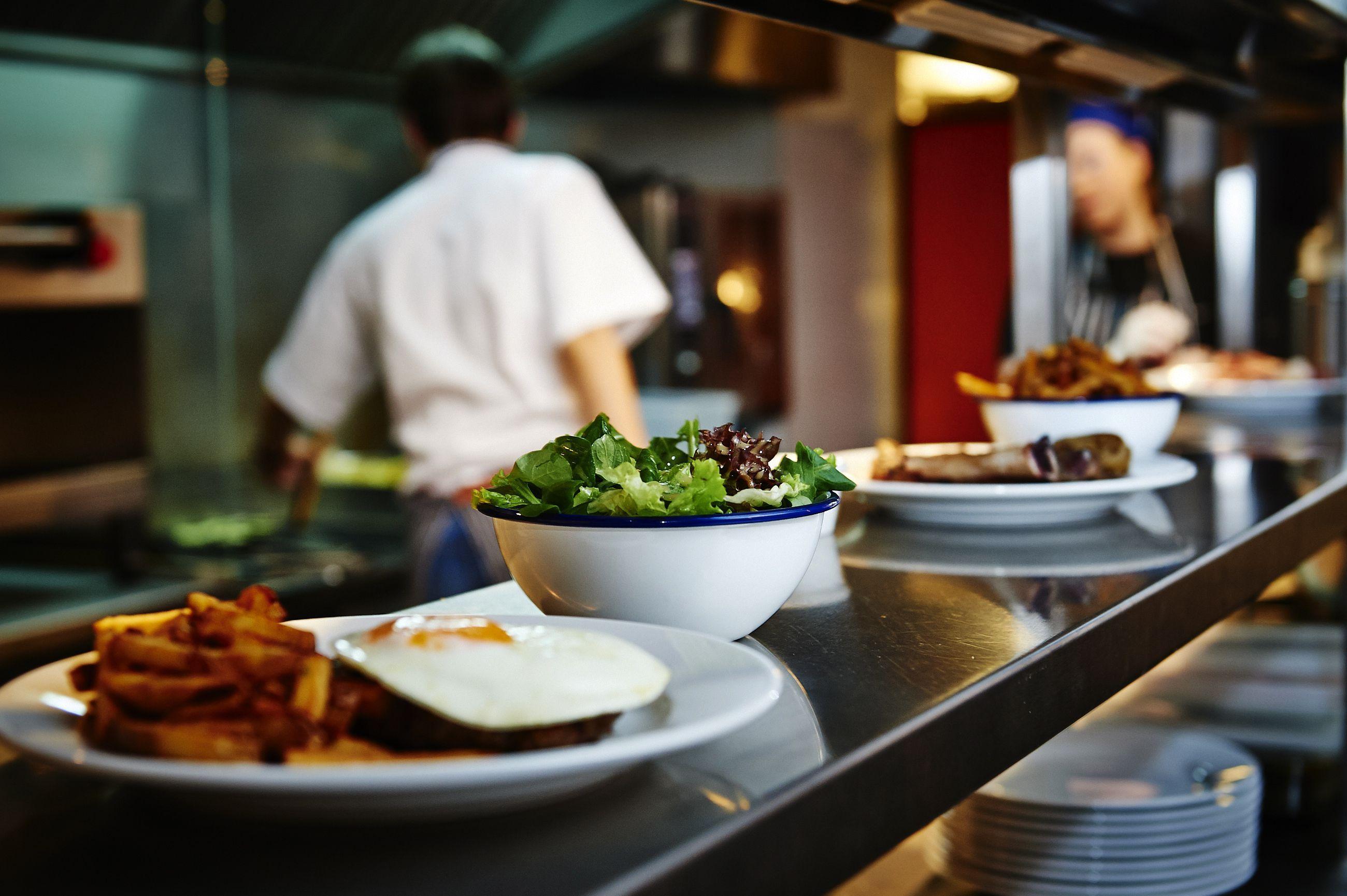 Bars & Restaurants: