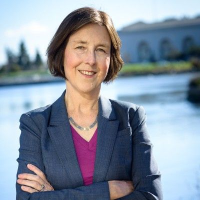 州参议员南希·斯金纳