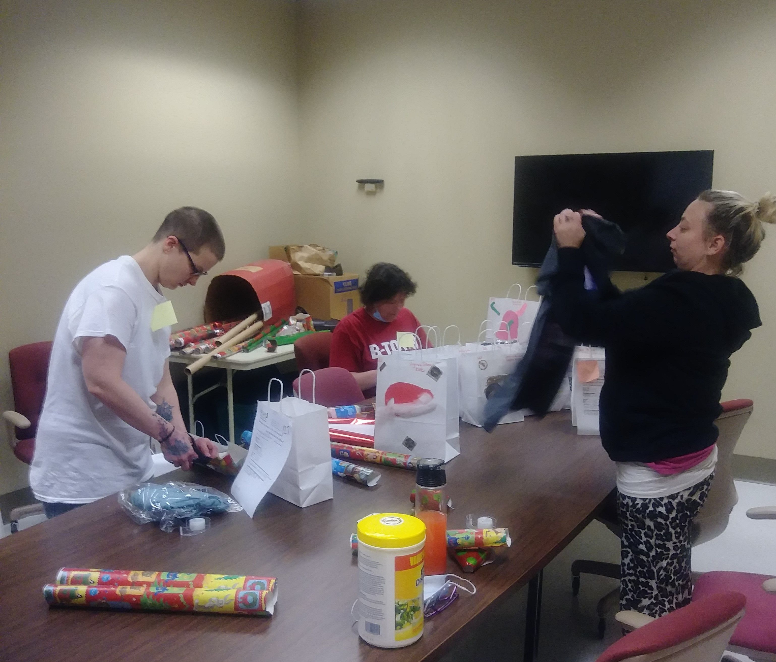 Gilead House - Gift Lift Wrapping Volunteers 2020
