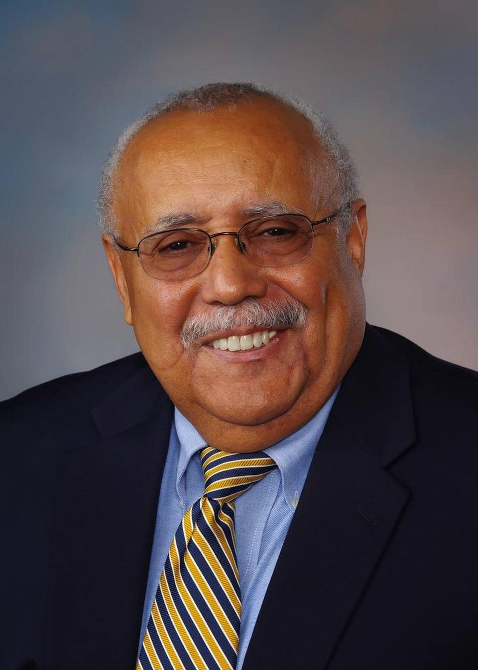 CLARENCE WASHINGTON, M.D. '71, JOINS TRIOS MEDICAL GROUP IN KENNEWICK, WA