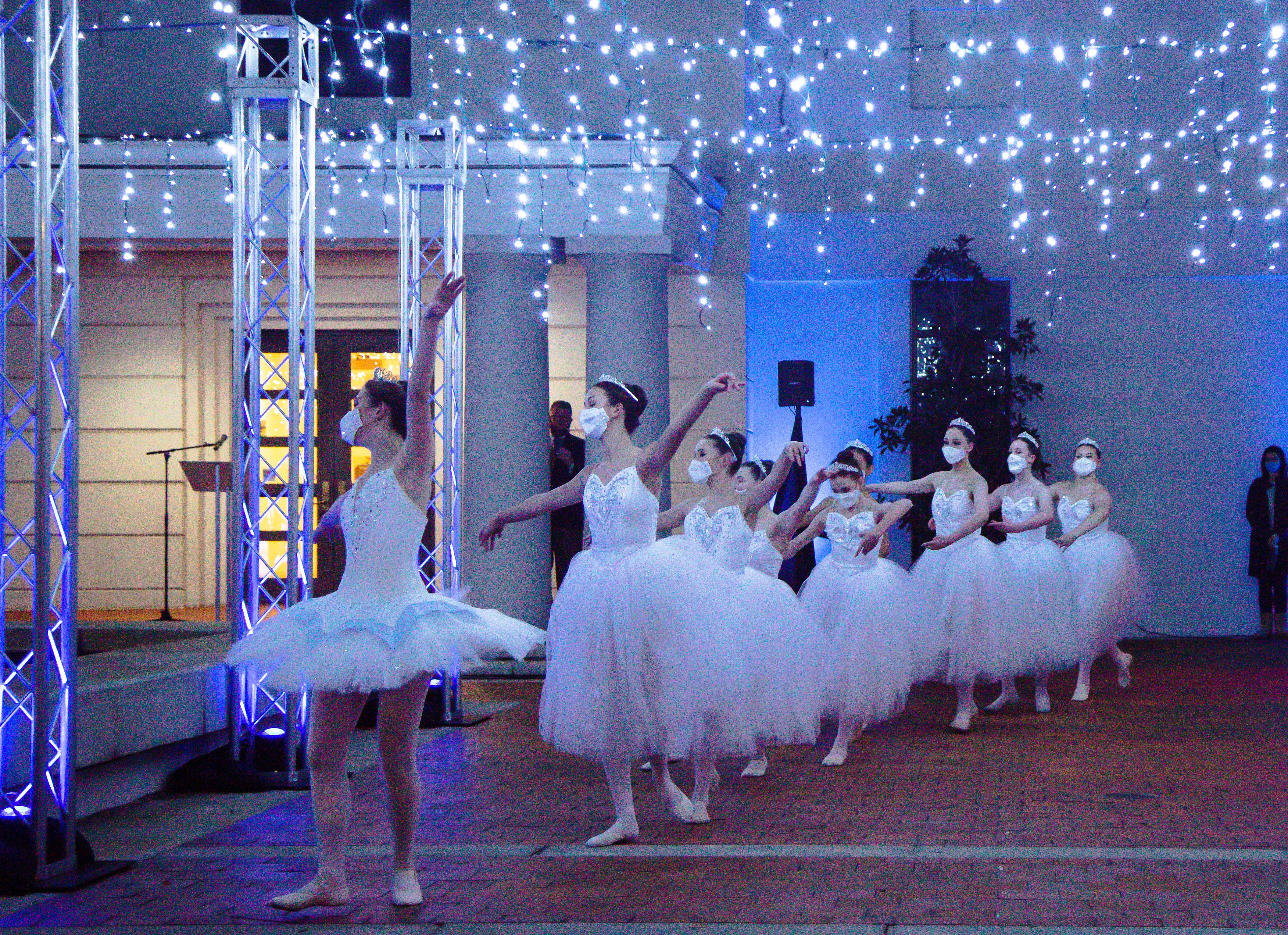 Museum Kicks Off First Holiday Lights Display with Columbus Ballet