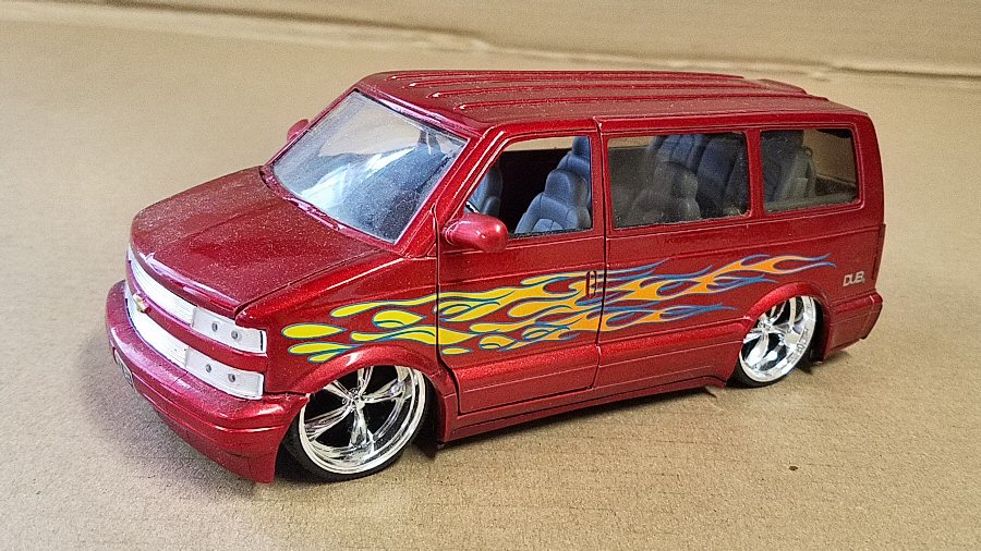 Dub City 1/24th Scale Astro Van - Red with Flames
