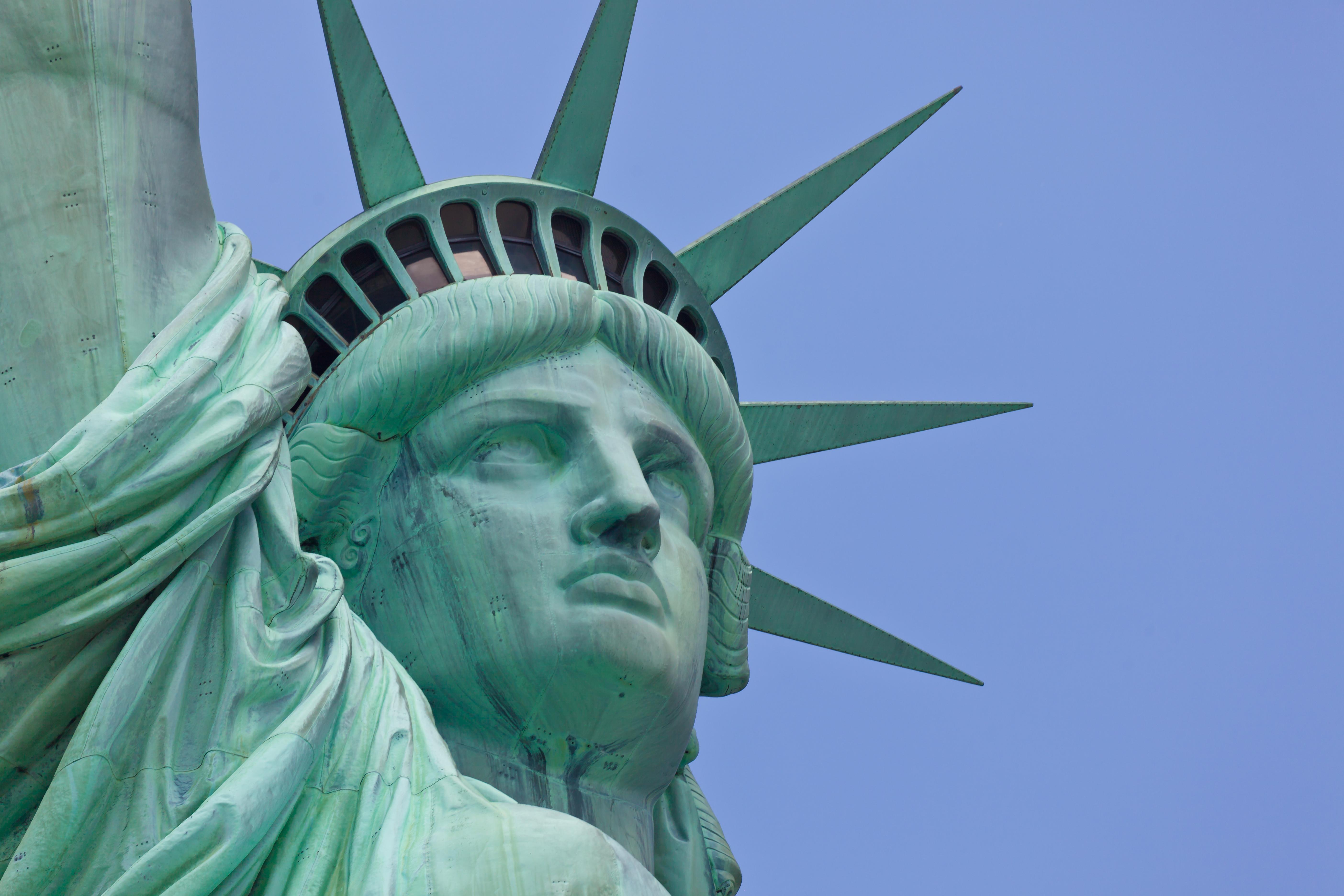 Statue of Liberty Wallpaper or Wall Mural