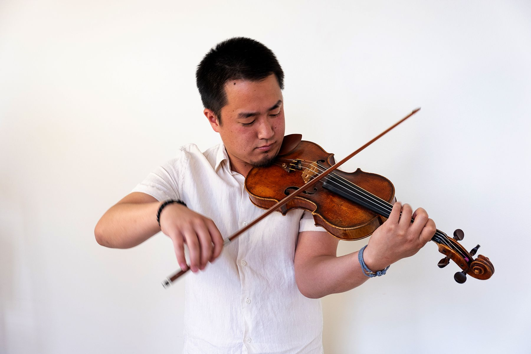 Violinist Jesse MacDonald performs solo recital at the Main Street Gallery