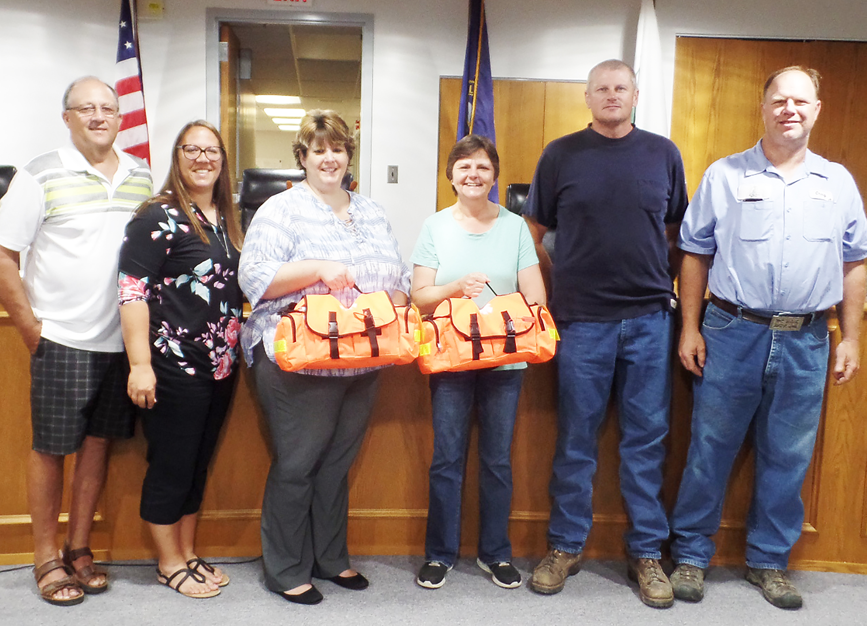 Auburn BPW donates first responder kits