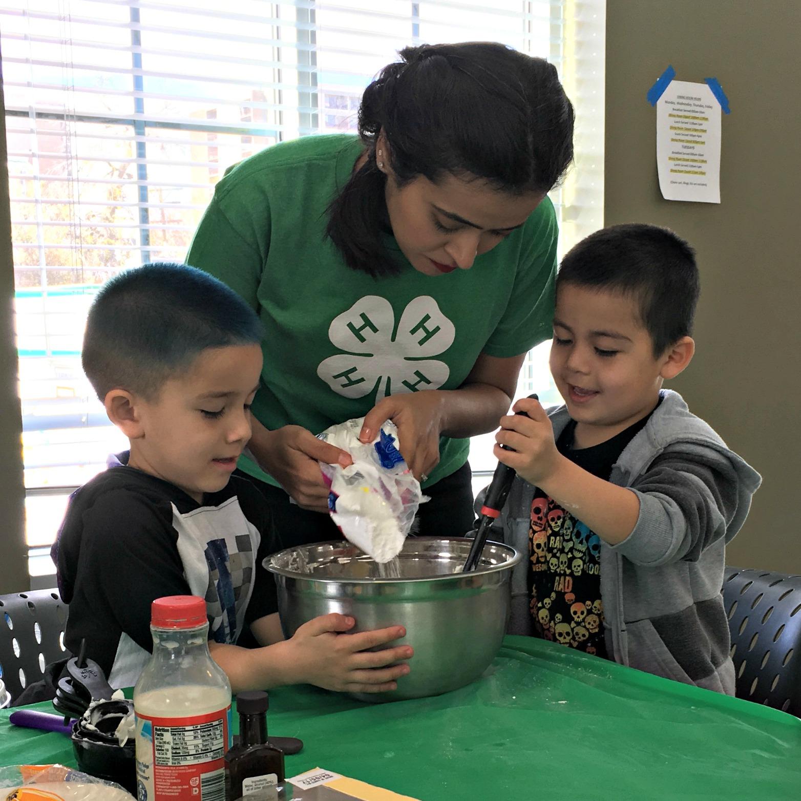 Denver 4-H's Cake Decorating Program at The Gathering Place