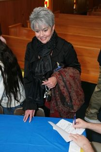 Kelley Parris-Barnes has her book signed.