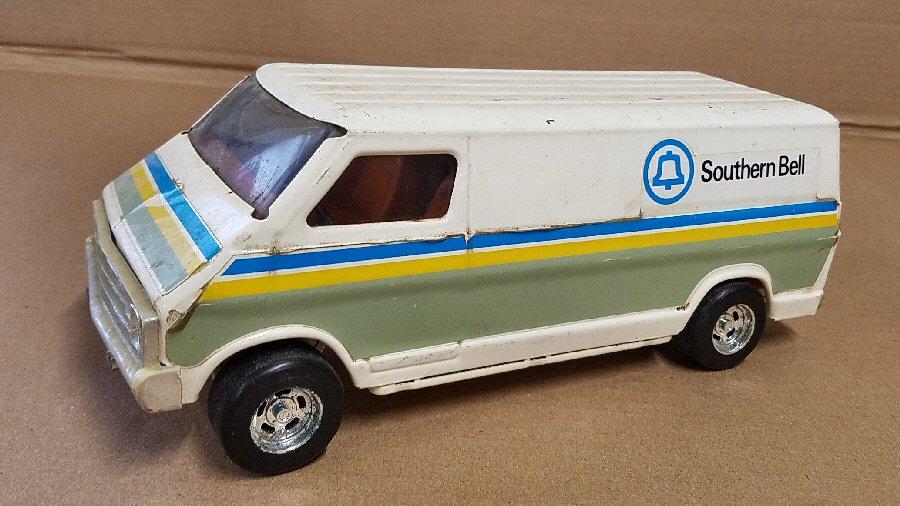Ertl Large 1/18 Scale Metal Dodge Van - White (Southern Bell)