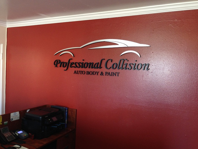 Custom lobby signs for auto collision centers in Orange County