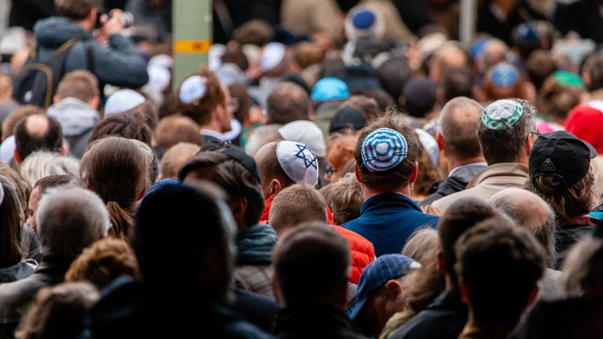 Culture War Over German Identity - Religious Symbols Take Center Stage