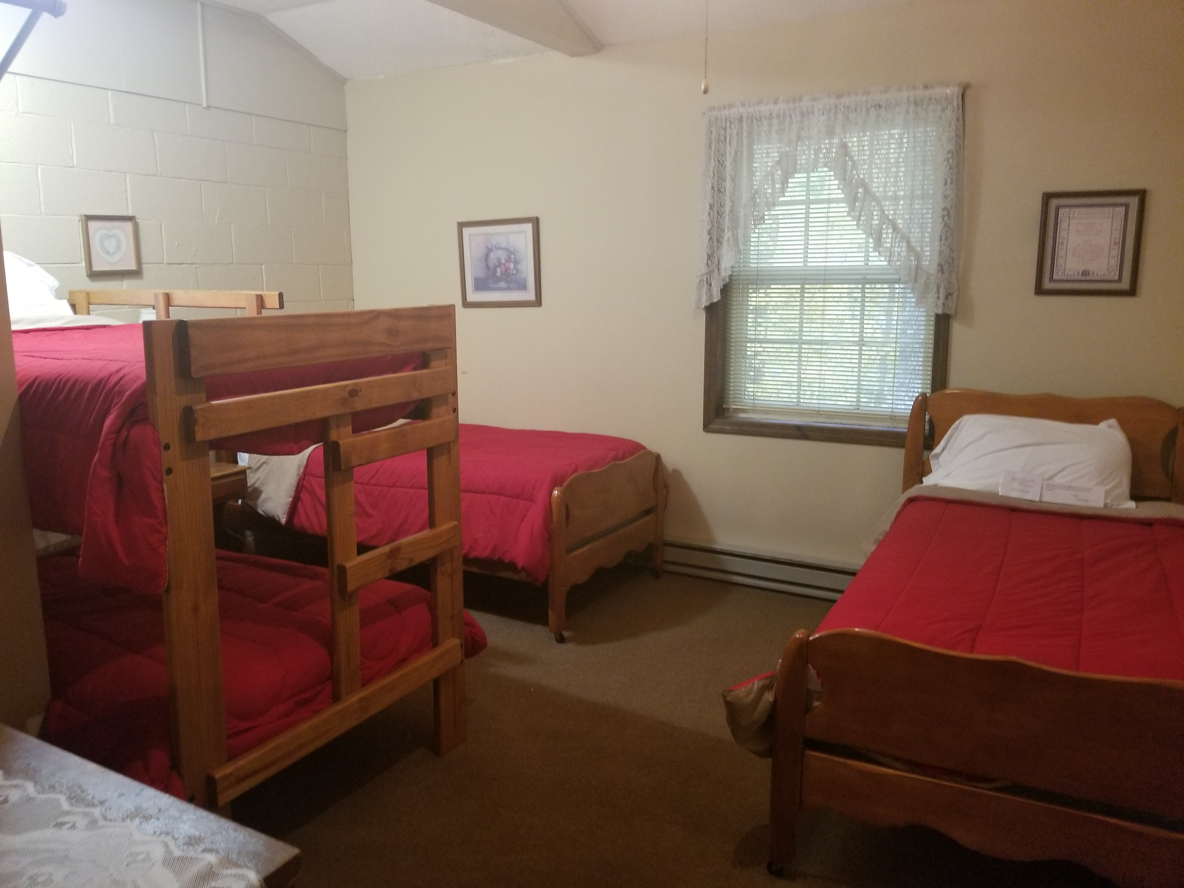 Room 6 - Two Twin Beds & Bunk Beds