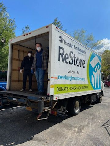 ReStore Crew Distributes Food to Neighbors
