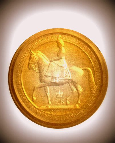 EP-1080 - Carved Plaque of the Great Seal  of the UK, with Queen Elizabeth II on her Horse,  Gold Gilded