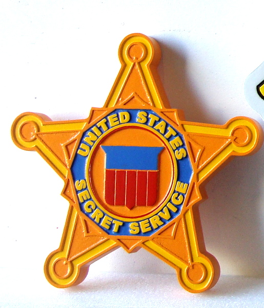 U30383 - Mahogany Wood Wall Plaque of the Star Badge of the US Secret Service