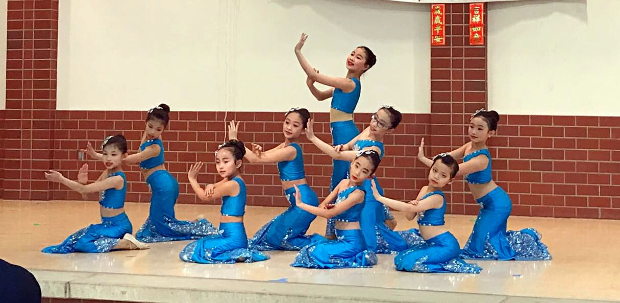 Chinese Kids Folk Dance