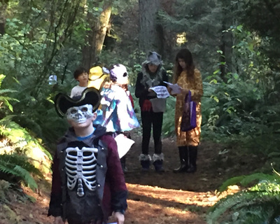 HALLOWEEN SCAVENGER HUNT ON A PERFECT FALL DAY FOR FAMILY AND FRIENDS