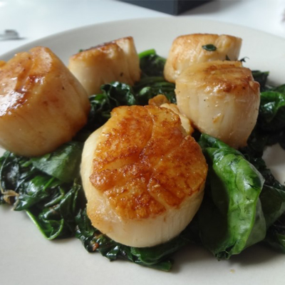 Scallops with Garlic-Lemon Spinach